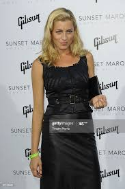 Actress Hilary Gilbert arrives at the Sunset Marquis Hotel Villa...  Nieuwsfoto's - Getty Images
