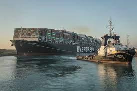 """Schiffsverkehr auf Suezkanal wieder möglich: Das Containerschiff """"Ever Given""""  ist frei - Wirtschaft - Tagesspiegel"""