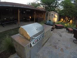 how to find the right outdoor kitchen countertop