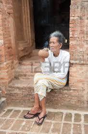 Resultado de imagen de Anciana cubana fumando