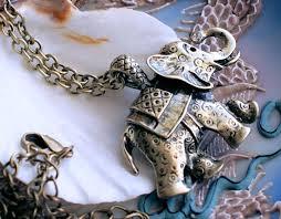 beautiful large elephant pendant on necklace antique gold brass tone