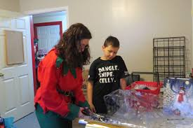 Kids shop around for gifts - TownAndCountryToday.com