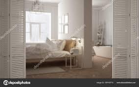 Weiße Falttür Eröffnung Am Modernen Skandinavischen Schlafzimmer Mit