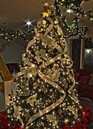 Decorating Christmas Tree With Balls 100 Christmas Tree Decorating Ideas Ultimate Home Ideas 26