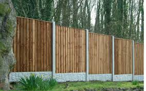 feather edge closed board fencing