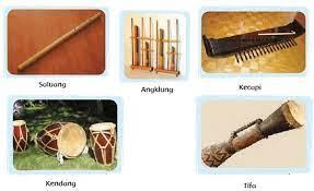 Berdasarkan cara memainkannya, alat musik dibedakan dapat dibagi menjadi 5 kategiri, di antaranya Jenis Jenis Alat Musik Berdasarkan Cara Memainkannya