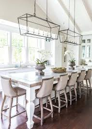 linear chandelier dining room via home bunch you really need to see the rest of this linear chandelier dining room