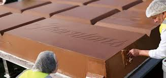 thorntons breaks biggest chocolate bar world record with six tonne beast