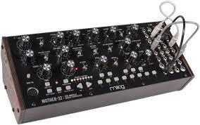 <b>Moog Mother</b>-<b>32</b> – полумодульный аналоговый монофонический ...