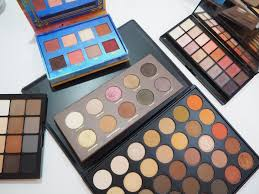 i decided to gather my ultimate warm eyeshadow palettes that i seriously remend
