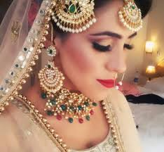 ravideep dhawan is a fully qualified professional makeup artist with his roots seeded in the holy city of amritsar travelling all over india and world