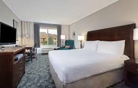 a bed or beds in a room at hilton garden inn annapolis