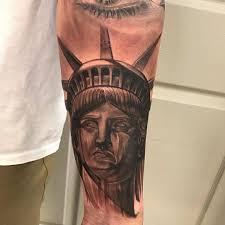 тату статуи свободы на предплечье мужчины фото рисунки эскизы