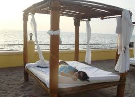 Images Of Canopy Beds and Unique Canopy Beds Facing the Ocean ...