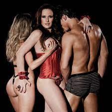 Sexy lança edição especial com 16 ensaios; veja fotos