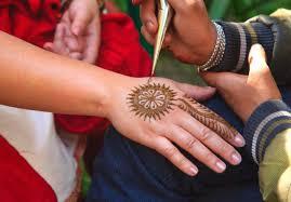 Pozor Na Tetování Hennou Může Se Zvrtnout V Příšernou Alergii