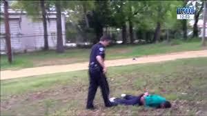 Stati Uniti, un video inchioda un poliziotto mentre spara alla schiena di  un uomo - YouTube