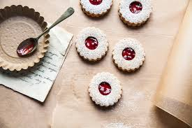 Linzer cookies are almond shortbread cookies sandwiched together with raspberry jam in the center and dusted with powdered (confectioners'. Linzer Torte Cookies Cookie Recipe Sbs Food