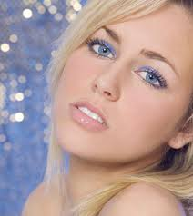 do you have blue eyes and fair skin here are few eye makeup options for you