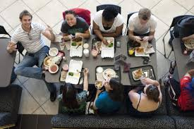 adapting to american food culture on campus go campus dinning friends at the campus cafeteria