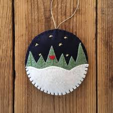 Easy DIY Felt Christmas Tree Garland  Simple Holiday DecorEasy Christmas Felt Crafts