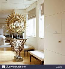 Neutrale Einbauschränken Spiegel Wand Marmor Und Metall