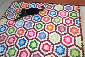 Quick Quilting Tips - how to finish the edge of hexagon quilts ... & Quilting Tips- how to finish the edge of hexagon quilts Adamdwight.com