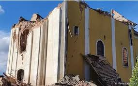 Eine serie heftiger erdbeben im südpazifik hat zu das schwere erdbeben am freitag hatte das gebäude zerstört. Erdbeben In Kroatien Todesopfer In Eingesturtzter Kirche