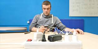 Опасно ли оставлять зарядку в розетке? - Hi-Tech Mail.ru
