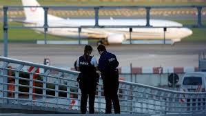 Bomblarm på flygplan vid Bryssels flygplats   SVT Nyheter