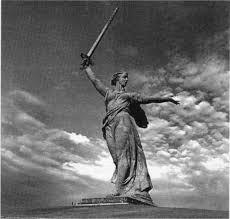 Контрольная работа по Великой Отечественной войне в формате ЕГЭ  33 Какие суждения о скульптуре изображённой на фотографии являются верными Выберите два суждения из пяти предложенных