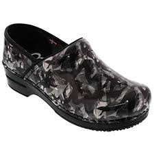 Sanita Womens Professional Smartstep Non Slip Raven Patent Leather Clogs