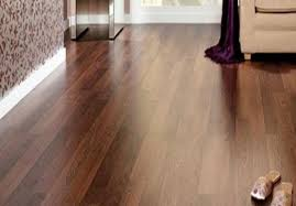 how much does it cost to have someone install laminate flooring