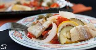 keto baked fish fillets with vegetables in foil