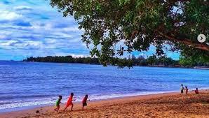 Keunikan pantai ini bukan hanya terletak pada namanya saja, namun lokasinya pun cukup unik, yang tersembunyi di antara perbukitan karang. Pantai Carita Harga Tiket Masuk Rute Menuju Lokasi 2021