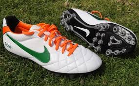 Artificial grass vs turf Long Artificial Grass Is Longerbladed Grass Usually With An Artificialsoil Base Requiring Longer Cleat Almost As Long As Multipurpose Cleat Dp Turf Is There Difference Between The Types Of Ground On Which Nikes Ag