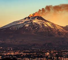 Its most recent eruptive period began in september 2013 and has continued. Europe S Most Active Volcano Reveals Its Strength Through Low Rumbles Research Highlights