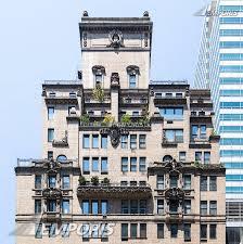 480 Park Avenue, New York City, Park Avenue facade - top