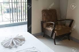 Stuhl In Der Ecke Im Schlafzimmer Platziert Schließen Sie Um Das