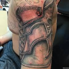 латы с надписью тату на плече у парня добавлено иван вишневский