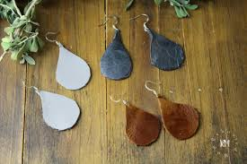 make the coolest leather earrings with this simple diy leather ss and a simple