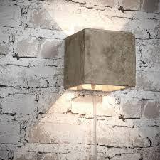 Combineer Behang Met Baksteenprint Met Een Stoere Wandlamp Van