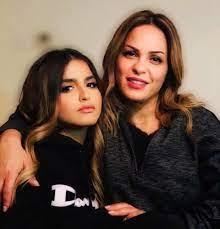 نهاية سعيدة للنزاع بين حلا ترك ووالدتها منى السابر أمام القضاء  Syriahomenews - دراما نيوز DRAMA NEWS