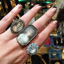 this is just me missing the las vegas antique jewelry show and making