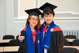 ГУАП  теперь уже бывшие студенты гуманитарного факультета и иностранные выпускники ГУАП из Китая Кореи и Индии А закрылся выпуск 2013 вручением дипломов