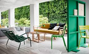 green wood room divider