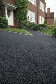 Want your driveway to look like new? With SealBest Driveway Sealer &  Filler, you can beautify and protect your asphalt pathway with ease!