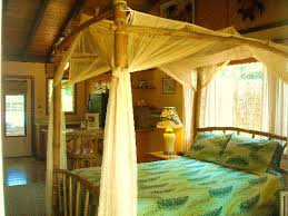 Queen Bamboo Canopy Bed - Picture of Kauai Cove, Poipu - TripAdvisor