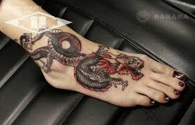 татуировка дракон на стопе на ступне в стиле япония мастер дмитрий