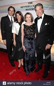 Foto *** Nancy Pelosi gewählt als Sprecher des Repräsentantenhauses Nancy  Pelosi und Paul Pelosi & Familie 2010 Kennedy Center Honors Ceremomy in  Washington, DC. Quelle: Walter McBride/MediaPunch Stockfotografie - Alamy